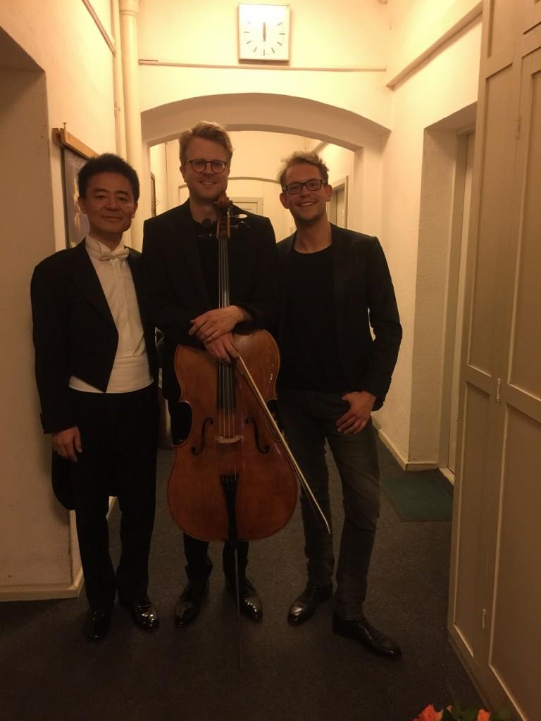 Julian と学生生活を送ったというScwerinのGMD Daniel Huppert と        指揮者2人とチェリストという珍しい本番直後の写真。