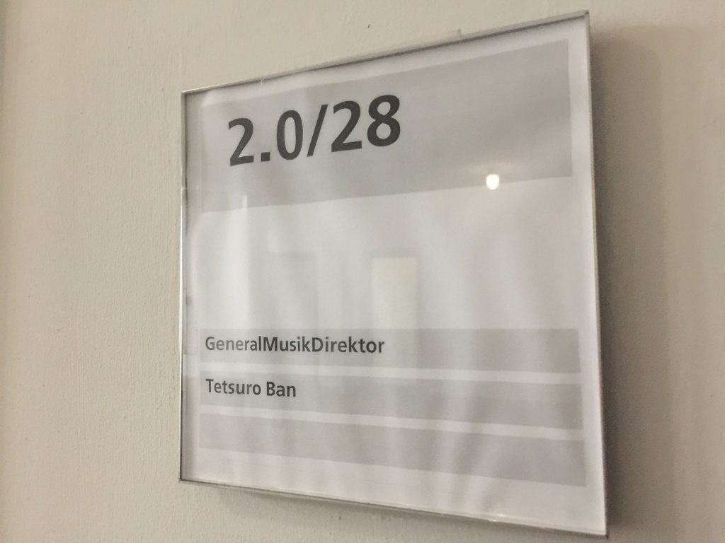 GMD部屋の表札。